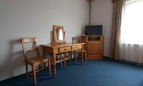 cum-arata-o-camera-a-hotelului-maier-din-hunedoara-romania